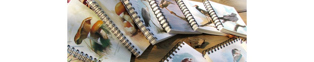 Libretas, cuadernos, marcapáginas, calendarios, pegatinas, postales